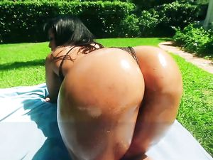 Curvy Girl Outdoor Hardcore In The Pool