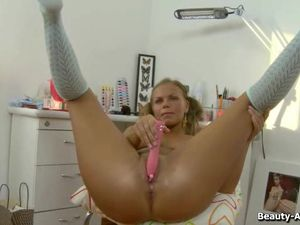 Solo Teenager And Her Toys Have Hot Anal Sex