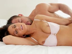 Early Morning Passion With His Horny Girlfriend