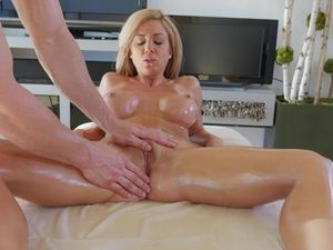Breathtaking Body Covered In Oil For Great Sex