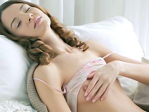 Tender Morning Masturbation Starts Her Day Right