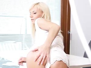 Booty Teasing Hottie Masturbates With A Long Dildo